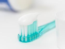 フッ素配合歯磨き剤